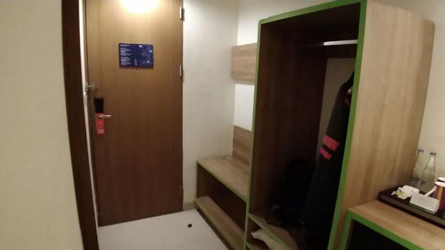 部屋入り口部写真