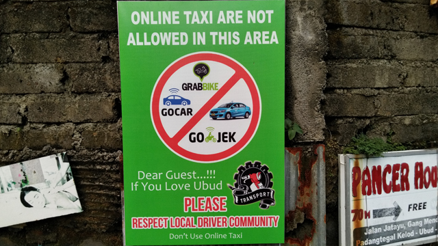 ウブドではメータータクシーやオンラインタクシーは禁止