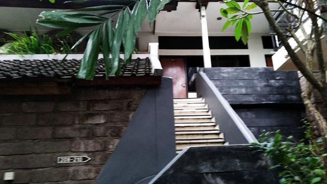 旧館2階への階段