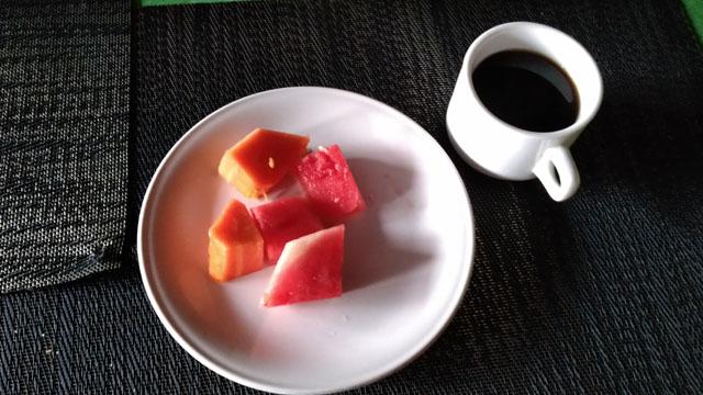 デザート(フルーツとコーヒー)