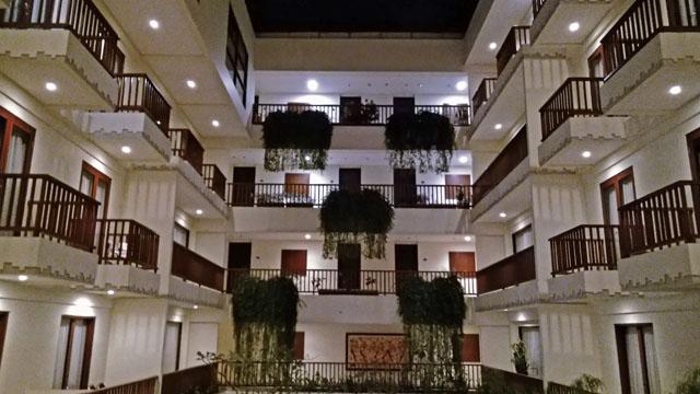 ホテル正面