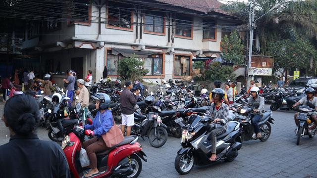 朝市前の駐車場