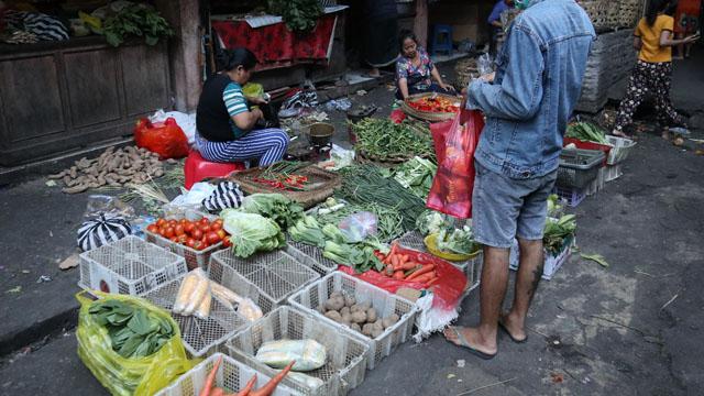 朝市の野菜売り