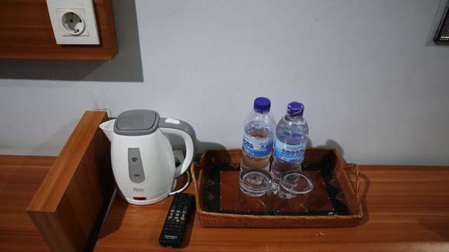 無料の水とポット