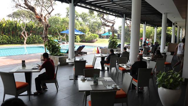 プールサイドレストラン