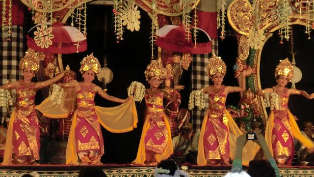 ウブドの伝統舞踊公演