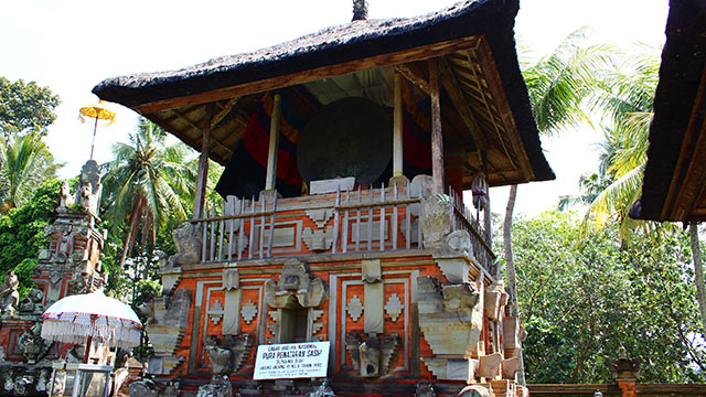 プナタランサシ寺院にある古代の銅鼓