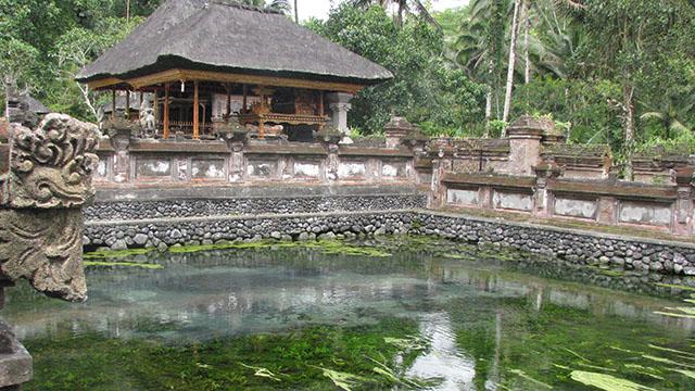 ティルタエンプル寺院にある聖なる泉