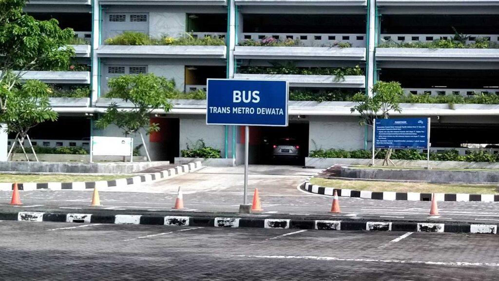 トランスメトロデワタのバス停