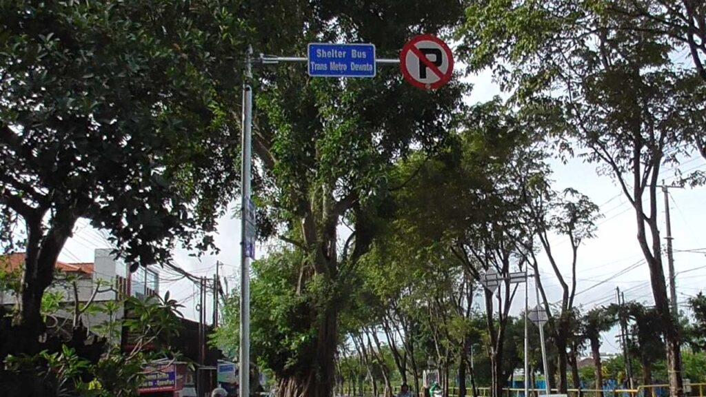 クタのバス停表示板
